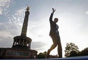 Obama speaks at the Nazi-revered Victory Column in Berlin